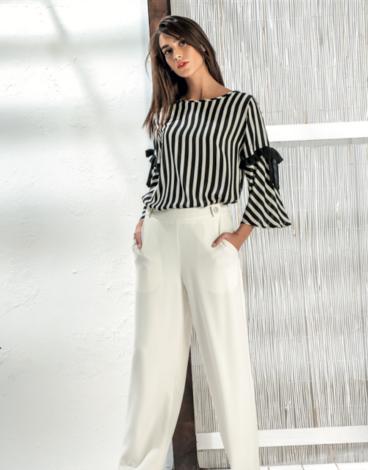 14.1.1.SC0017 Blusa listas branca e preta fresca de verão manga media
