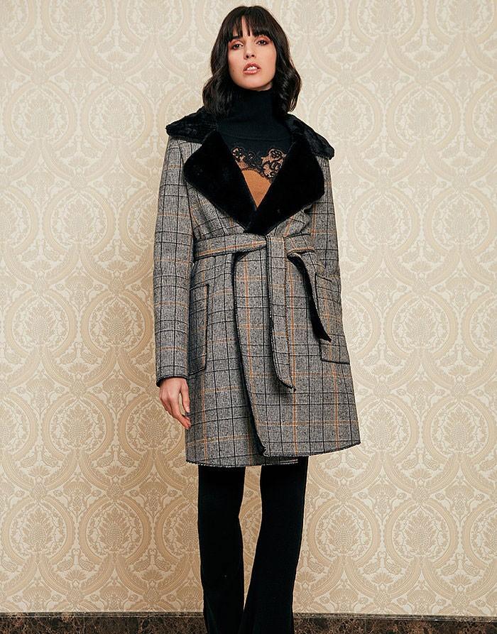 Abrigo gris cuadros con pelo