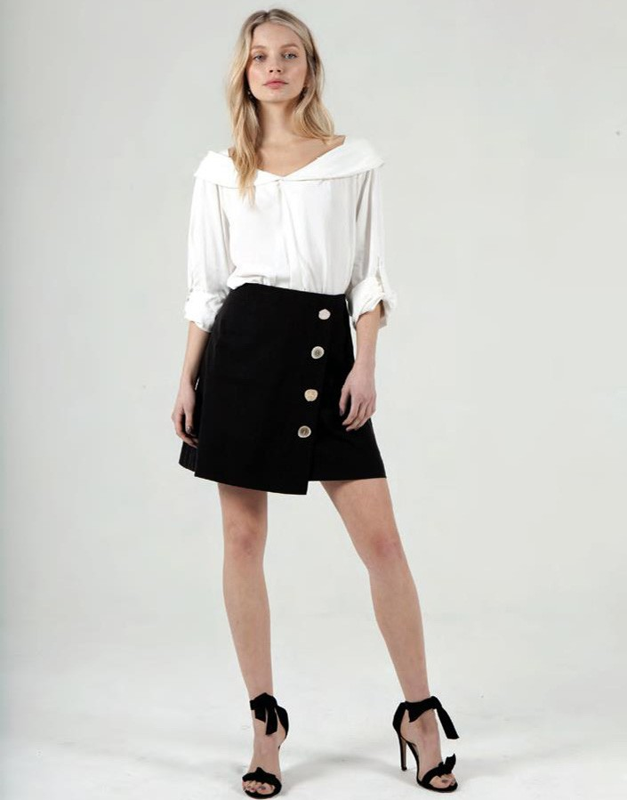 Falda negra botones JV004