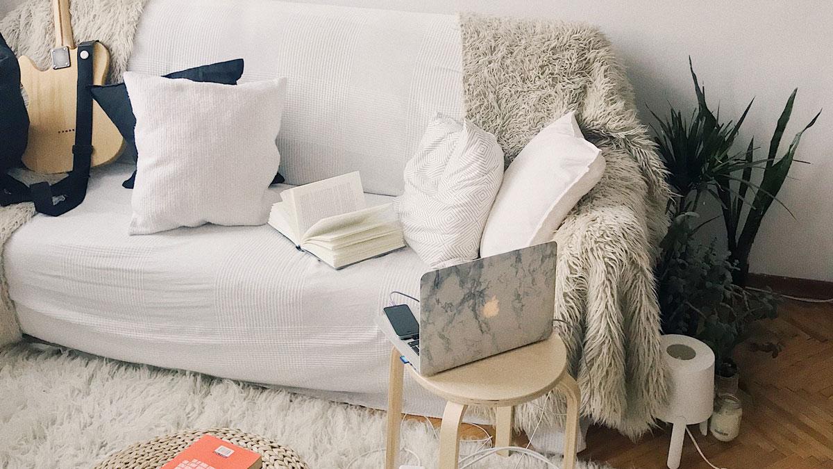 Trabajar en casa con estilo: 5 looks relajados y cómodos para tiempos de cuarentena.