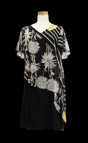 420.3025 (1) vestido com base em crepe preto com sobreposição de túnica em chifon estampado