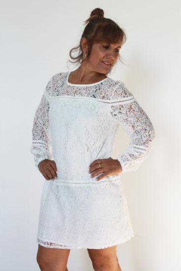 DP002_4- Vestido branco rendando, muito fresco e com cair fluido.