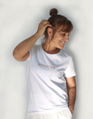Camiseta blanca con mensaje Be Lagoom