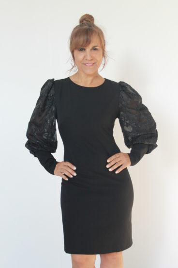 PP009_5 – Vestido preto de festa com mangas embaloadas e que apertam no punho